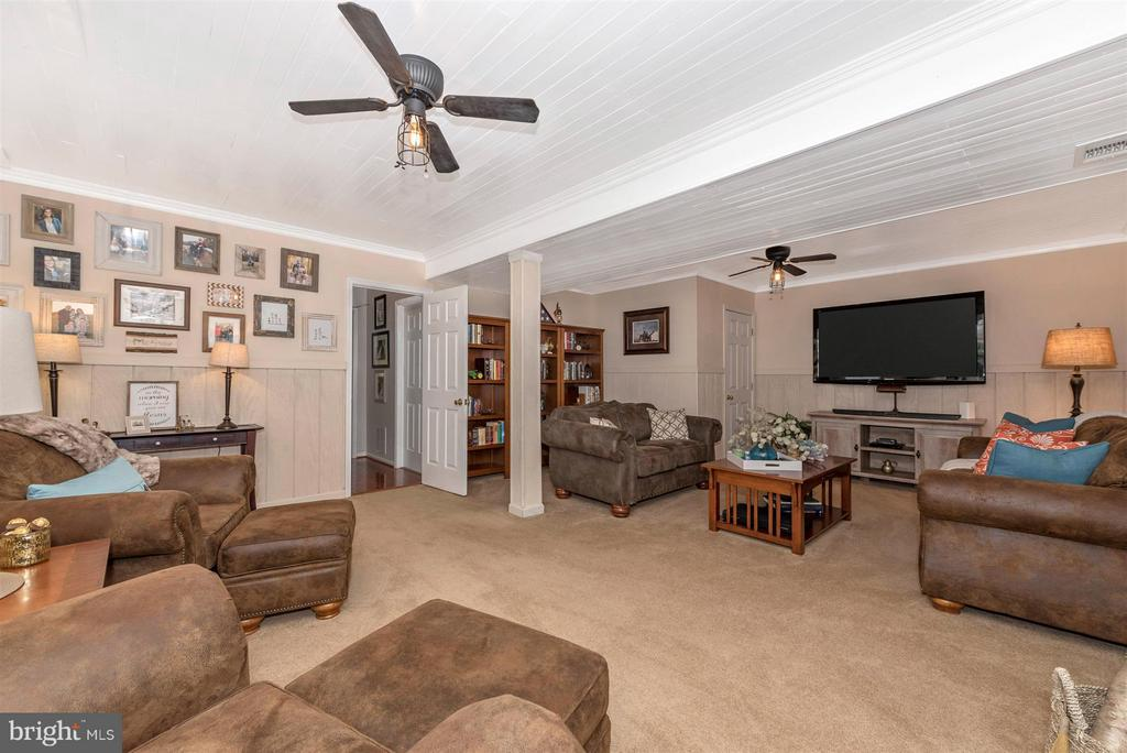 Basement family room. - 10801 N GLADE CT, NEW MARKET