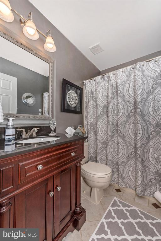 Main level hall full bathroom. - 10801 N GLADE CT, NEW MARKET