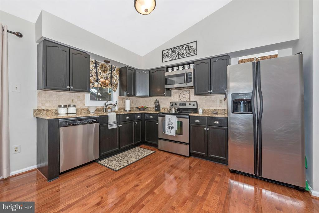 Granite counter tops. - 10801 N GLADE CT, NEW MARKET
