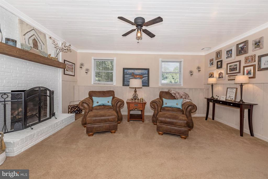 Wood burning fireplace in basement family room. - 10801 N GLADE CT, NEW MARKET