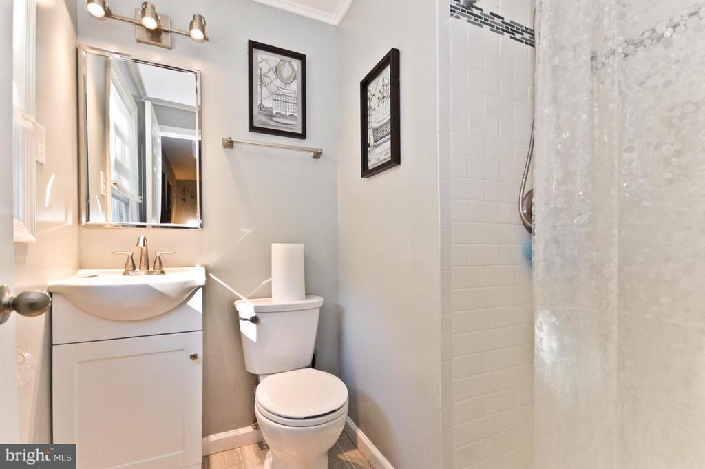 Bath - 6308 JOSEPHINE RD, WALDORF