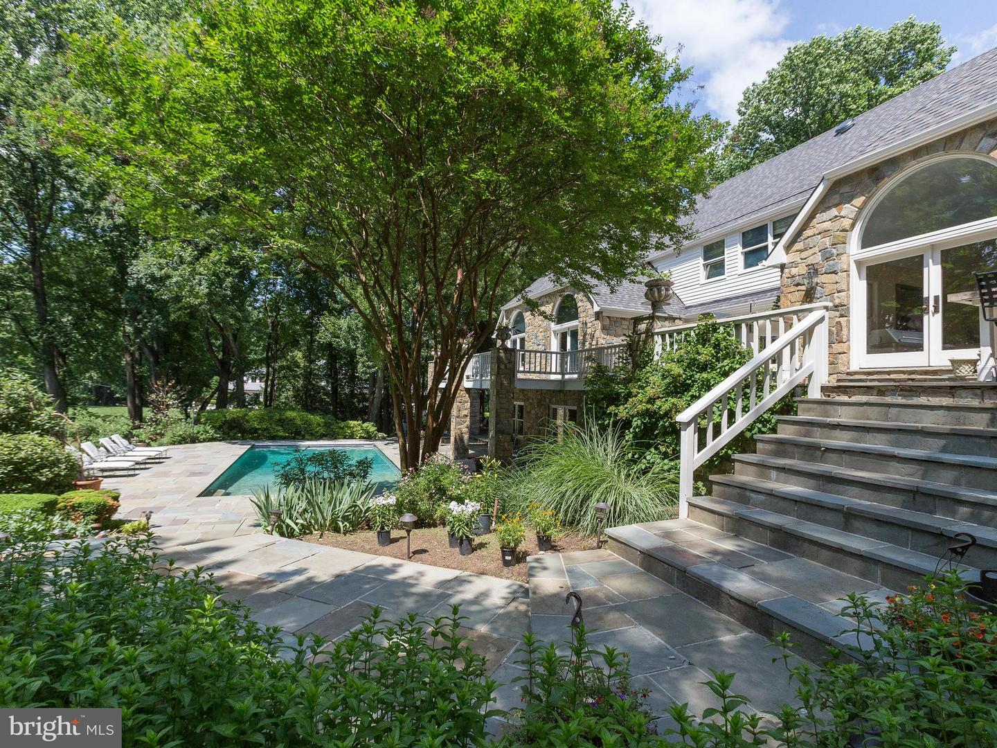 Additional photo for property listing at 495 River Forest Drive 495 River Forest Drive Great Falls, Virginia 22066 United States