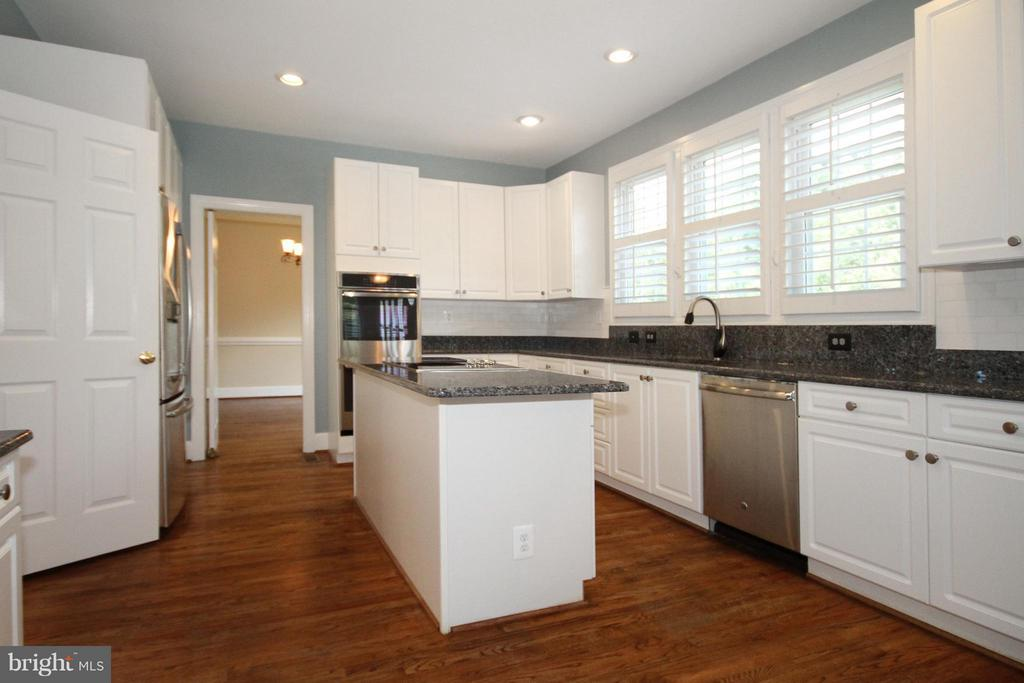 Gourmet Kitchen with granite counters - 1209 TOTTENHAM CT, RESTON