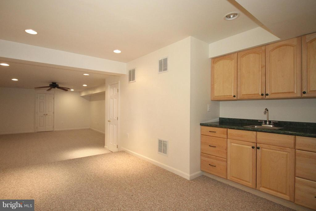 Recreation Room with Wet bar - 1209 TOTTENHAM CT, RESTON