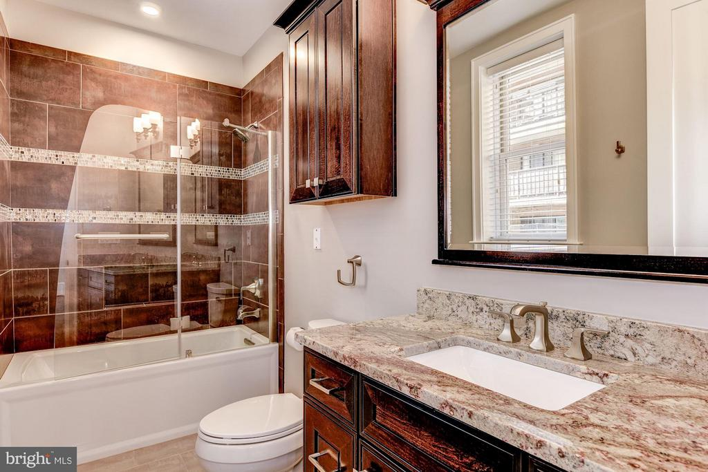 7.5 bathrooms in all - 1728 P ST NW, WASHINGTON