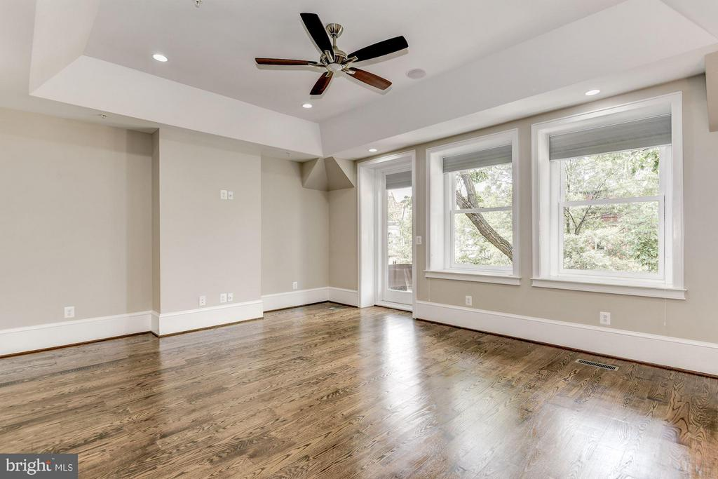 Huge master bedroom with balcony overlooking P St - 1728 P ST NW, WASHINGTON