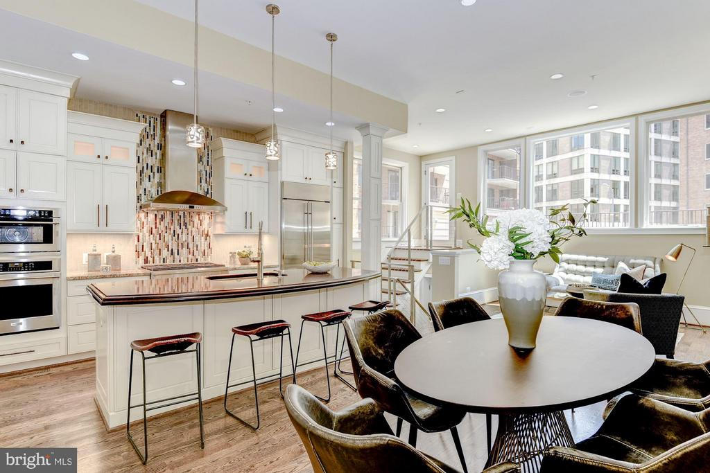 A magnificent gourmet kitchen with an island - 1728 P ST NW, WASHINGTON