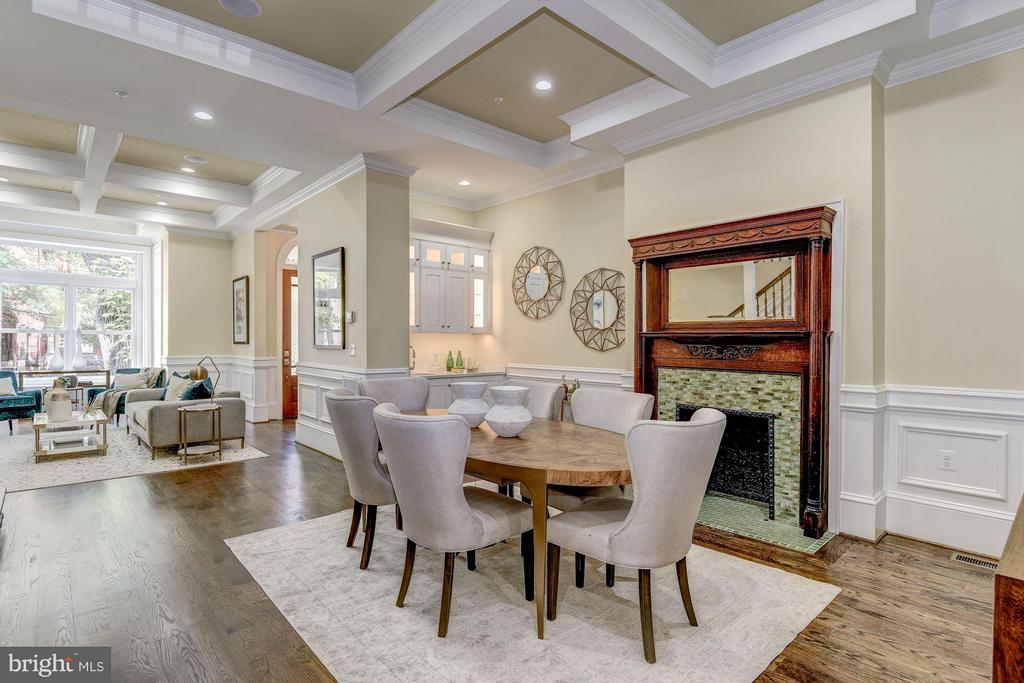 Elegant dining room w/faux fireplace and wet bar - 1728 P ST NW, WASHINGTON