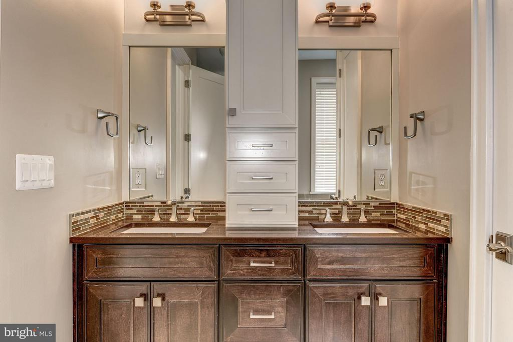 Elegantly designed with his/hers vanity - 1728 P ST NW, WASHINGTON