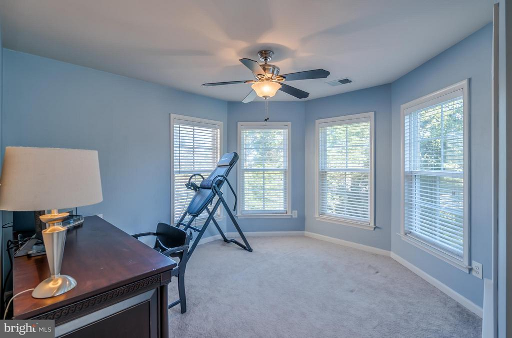 Huge Comfortable Sitting Room - 42730 EXPLORER DR, ASHBURN