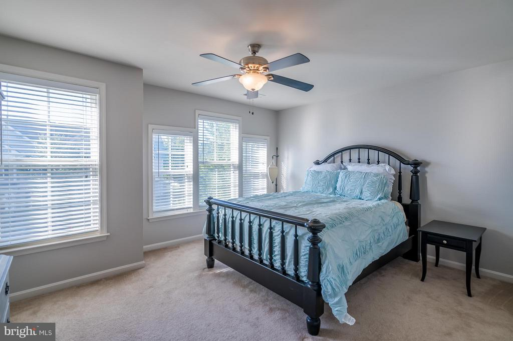 Bright and Spacious Bedroom 4 - 42730 EXPLORER DR, ASHBURN