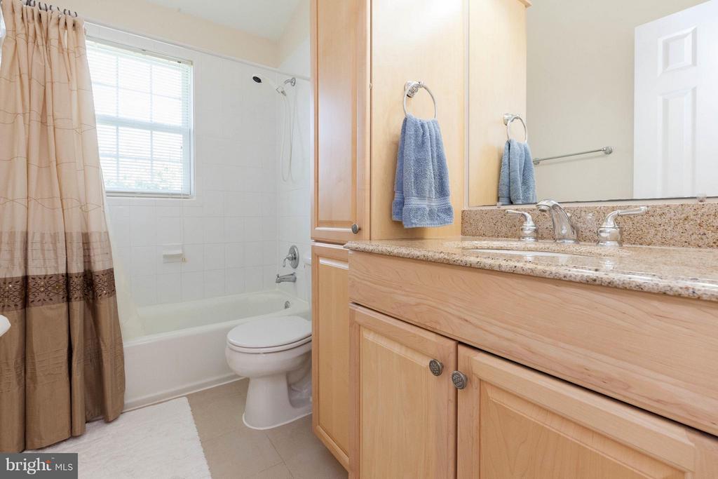 Hall Bath - 5821-A BELLS LN, FREDERICK