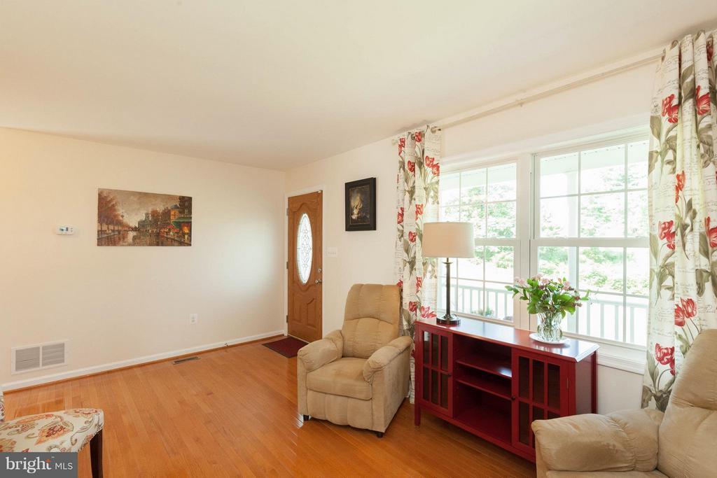 Living Room - 5821-A BELLS LN, FREDERICK