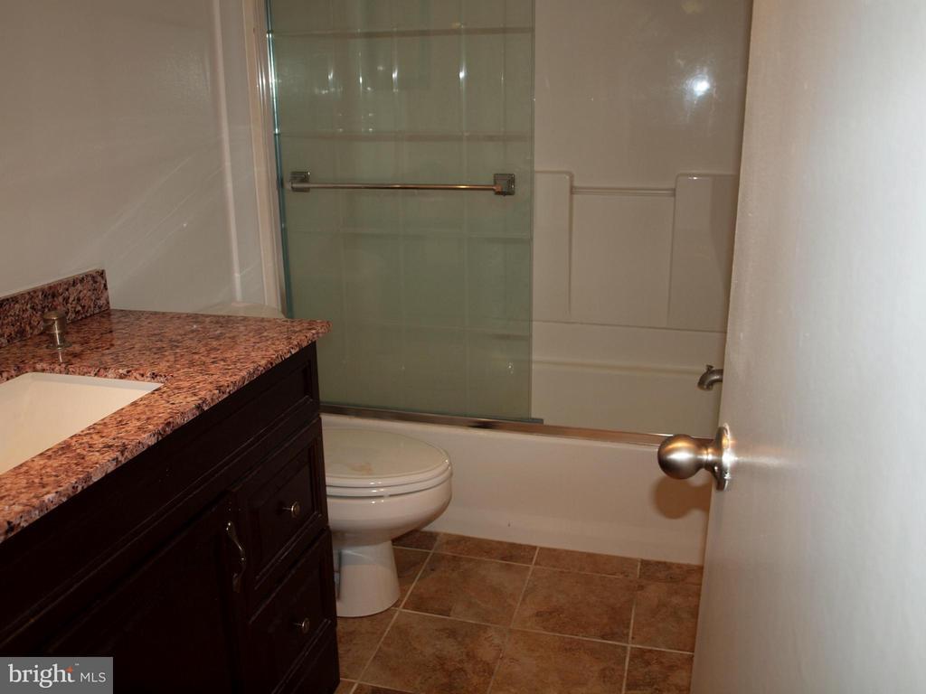 Bath - 1325 18TH ST NW #207, WASHINGTON