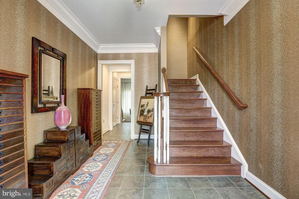 Entry Level - Foyer - 1403 RIDGEVIEW WAY NW, WASHINGTON