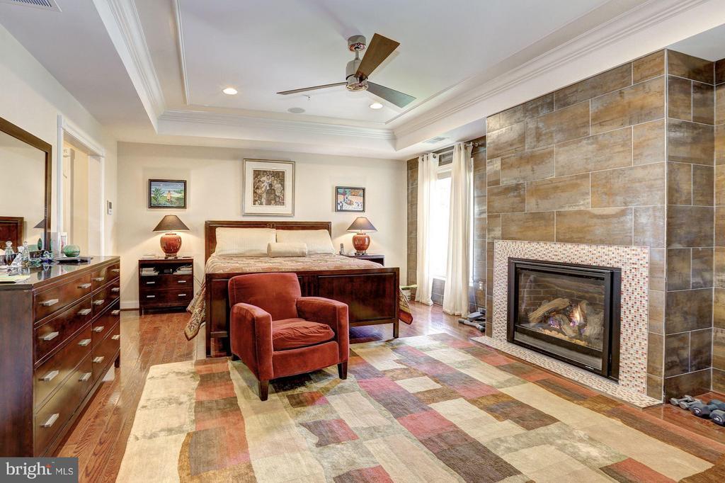 First Upper Level - Master Bedroom - 1403 RIDGEVIEW WAY NW, WASHINGTON