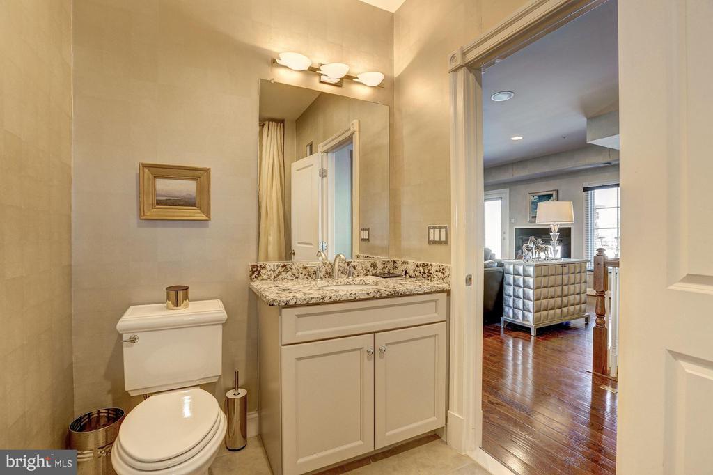 Second Upper Level - Full Bath - 1403 RIDGEVIEW WAY NW, WASHINGTON