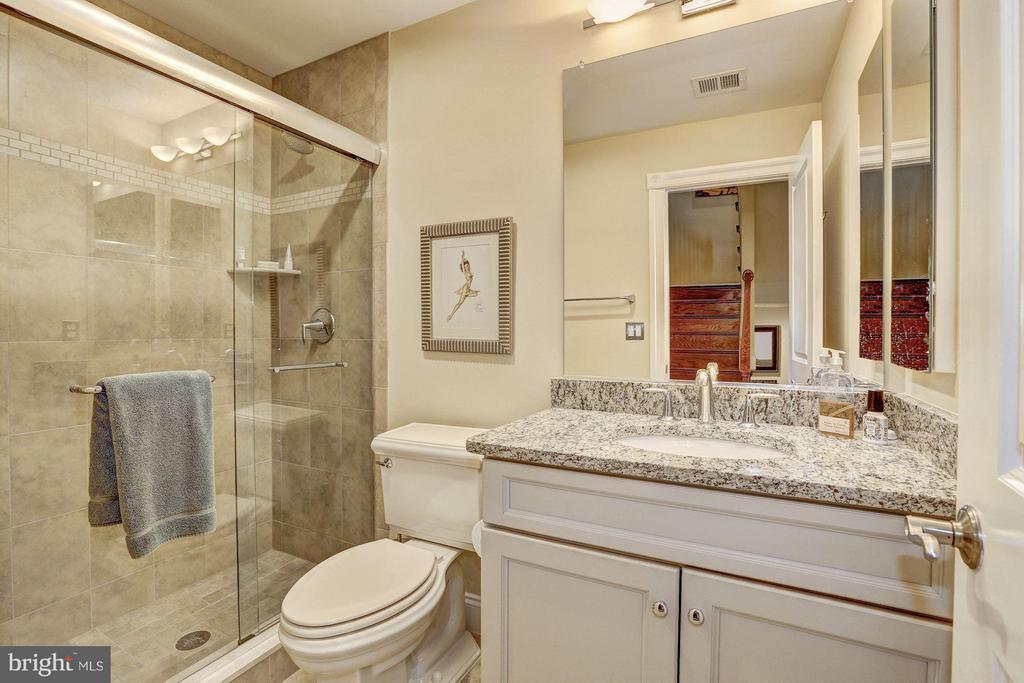 First Upper Level - Full Bath - 1403 RIDGEVIEW WAY NW, WASHINGTON