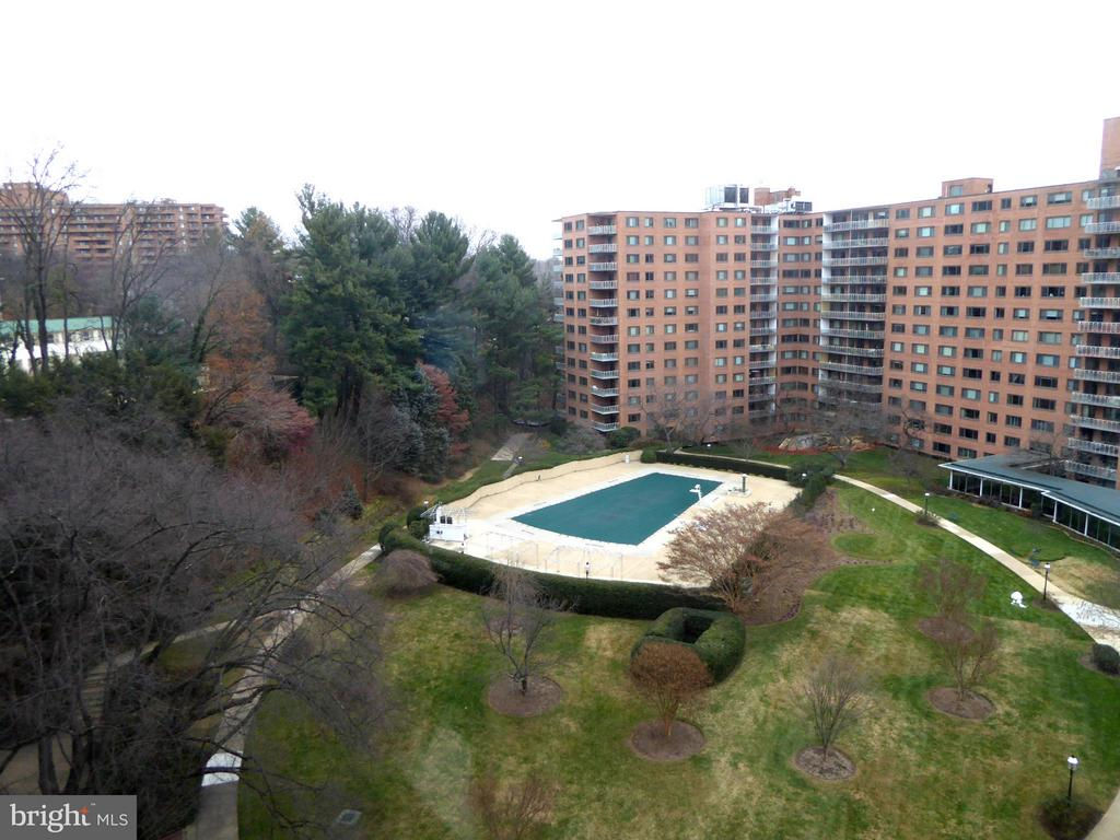 Grounds and swimming pool - 4201 CATHEDRAL AVE NW #907W, WASHINGTON