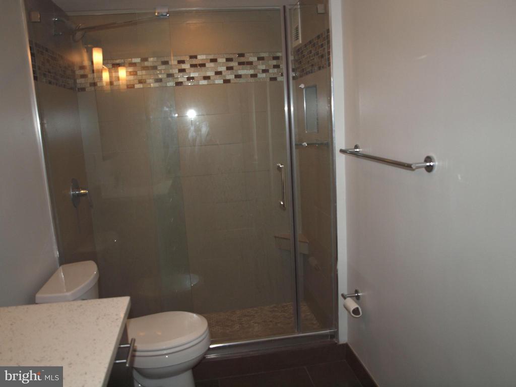 Renovated bath - 4201 CATHEDRAL AVE NW #907W, WASHINGTON