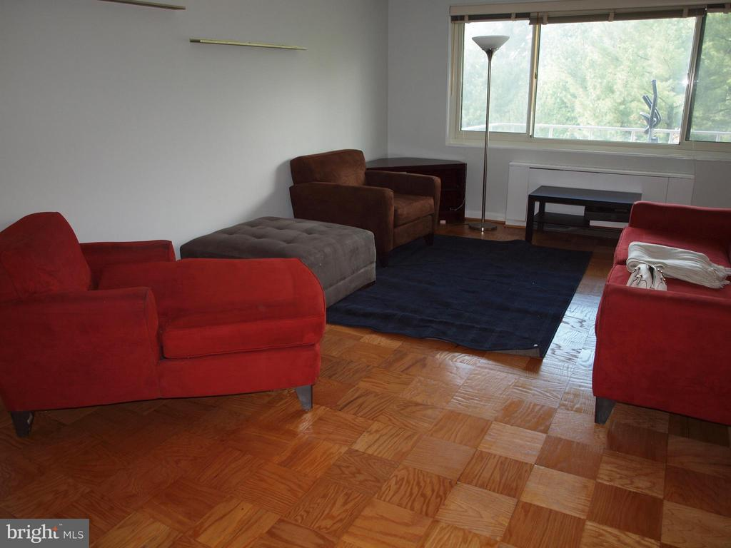 Living Room with gleaming refinished floors - 4201 CATHEDRAL AVE NW #907W, WASHINGTON