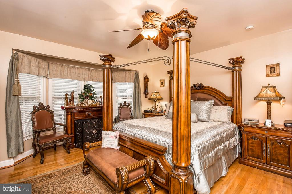 Main Level Master Bedroom - 2036 SPOTSWOOD DR, LOCUST GROVE