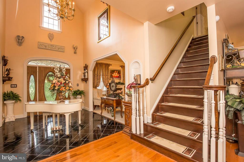 Two Story Foyer - 2036 SPOTSWOOD DR, LOCUST GROVE