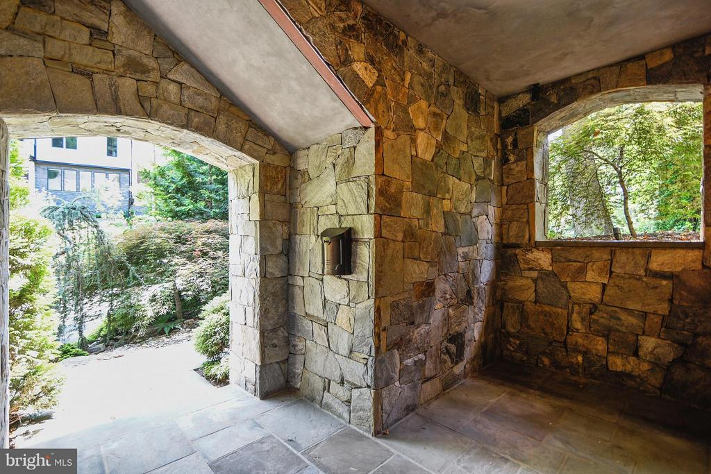 Covered stone lower level entry - 2326 VERMONT ST N, ARLINGTON