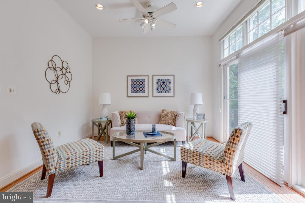 Family Room - 7447 CARRIAGE HILLS DR, MCLEAN