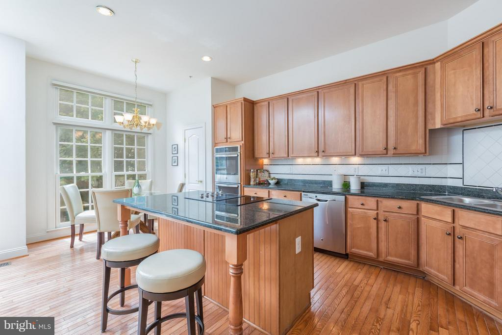 Kitchen - 7447 CARRIAGE HILLS DR, MCLEAN