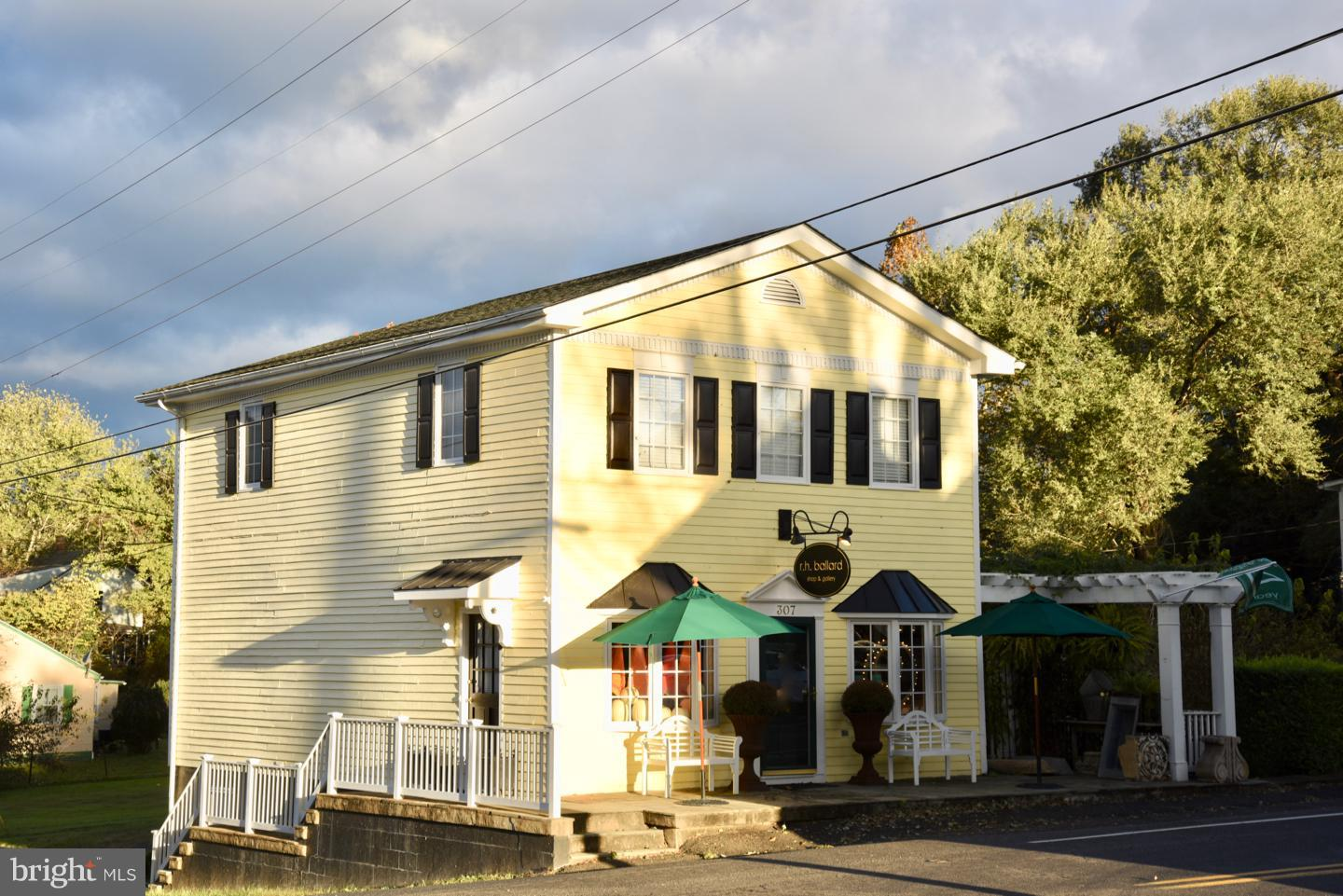 Commercial for Sale at 307 Main St Washington, Virginia 22747 United States