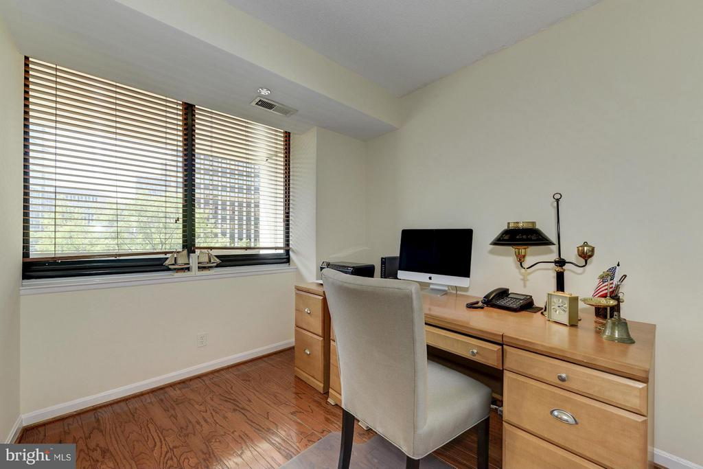 Bedroom/Office - 1805 CRYSTAL DR #602S, ARLINGTON
