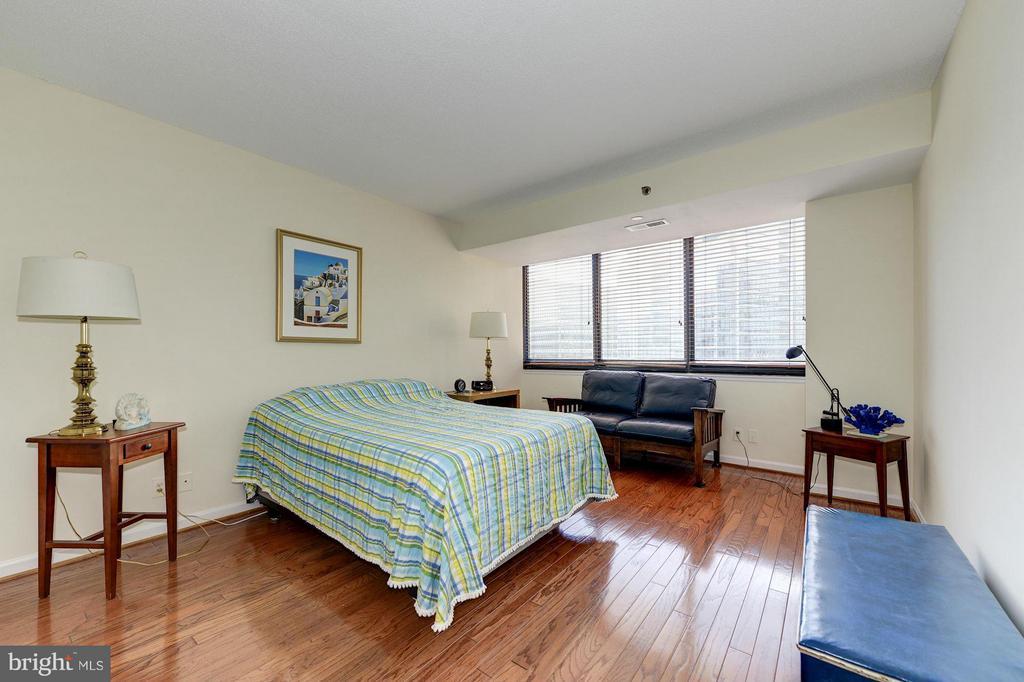 Bedroom - 1805 CRYSTAL DR #602S, ARLINGTON
