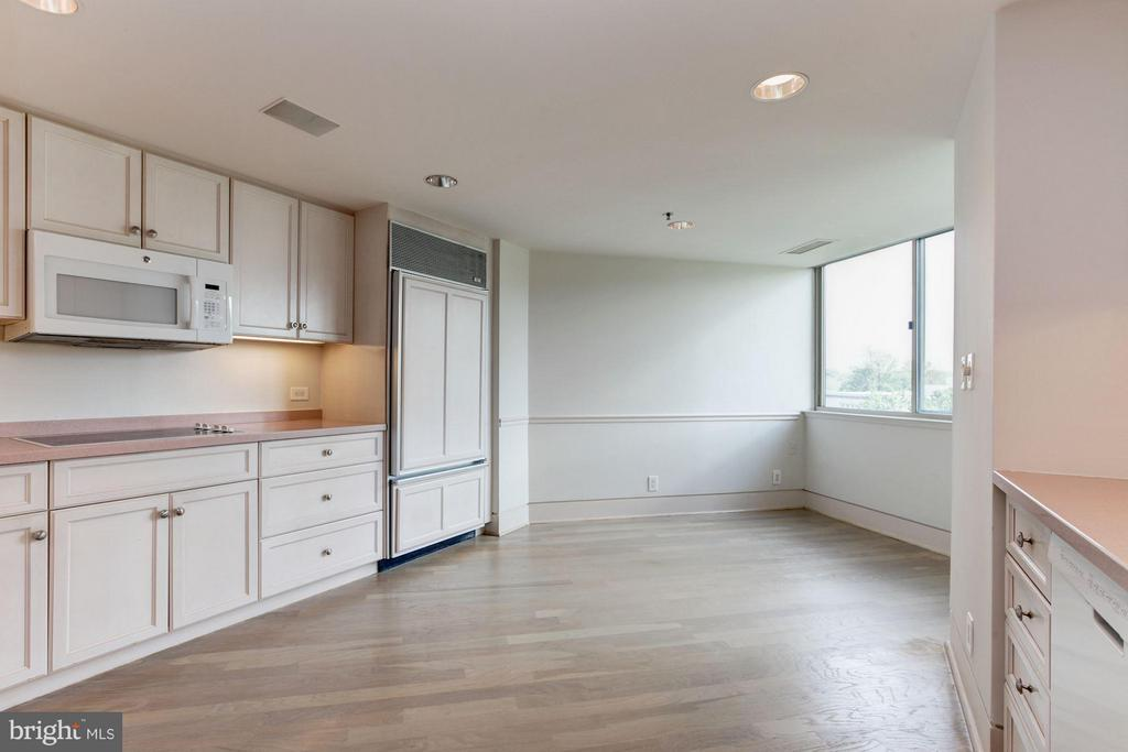 Kitchen w/ breakfast area - 5600 WISCONSIN AVE #803, CHEVY CHASE