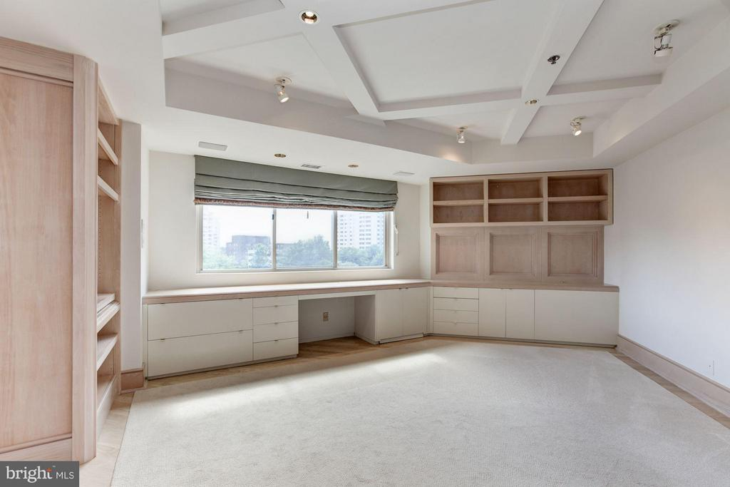 Library/Office w/ walls of built-in cabinetry - 5600 WISCONSIN AVE #803, CHEVY CHASE