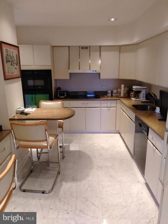 Kitchen - 4550 PARK AVE #1009, CHEVY CHASE