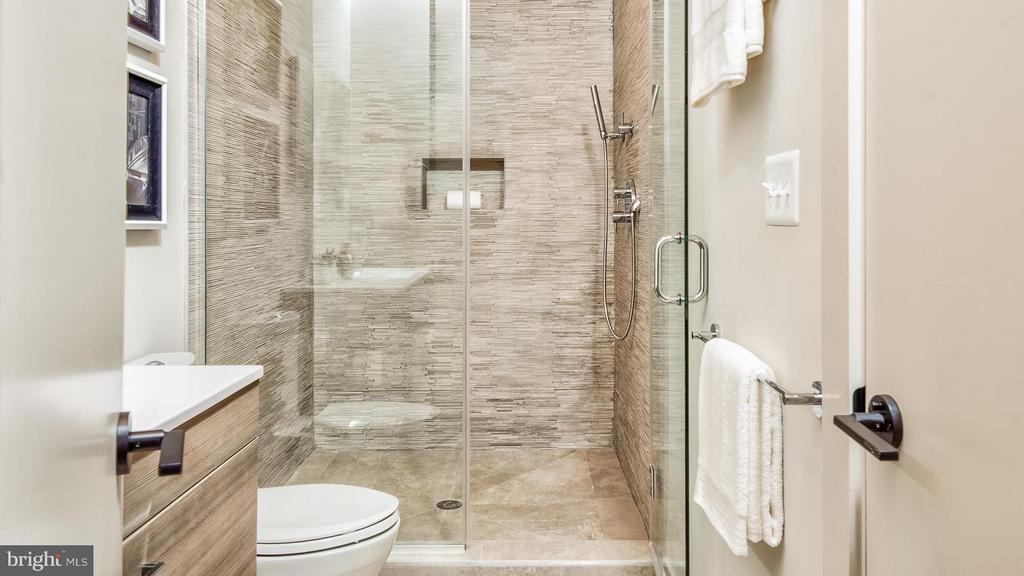 Bath - 37 W ST NW #1, WASHINGTON
