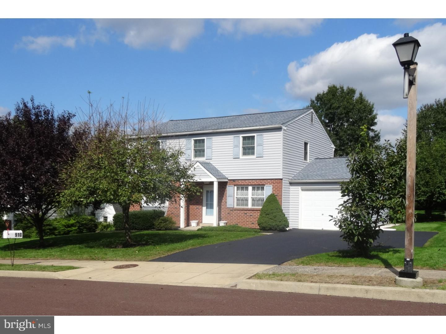 Photo of home for sale at 910 Mennonite Road, Royersford PA