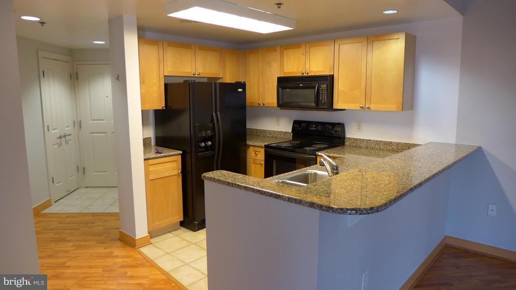Kitchen - 777 7TH ST NW #312, WASHINGTON