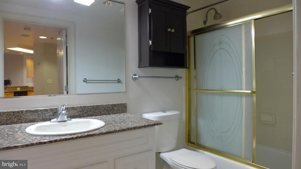 Bath - 777 7TH ST NW #312, WASHINGTON