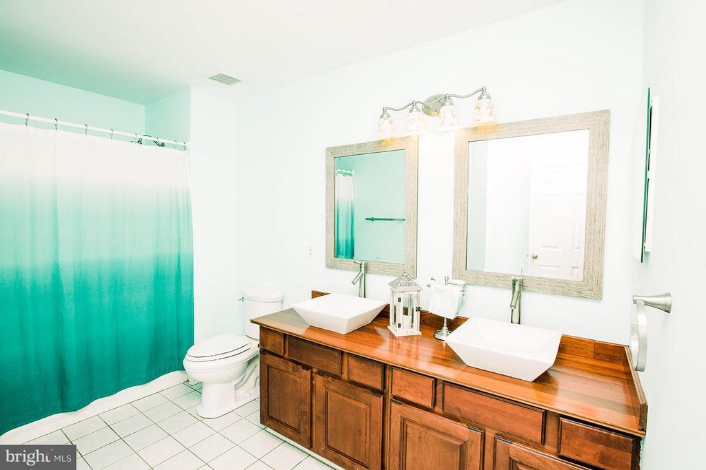 Bath - 9202 ZACHARY CT, MANASSAS PARK