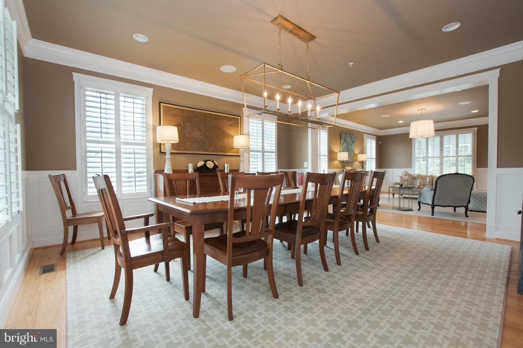 Entertain in an oversized dining room! - 2332 KENMORE ST N, ARLINGTON