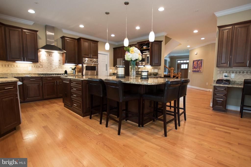 Solid cherrywood soft close cabinets,  gas cooktop - 2332 KENMORE ST N, ARLINGTON