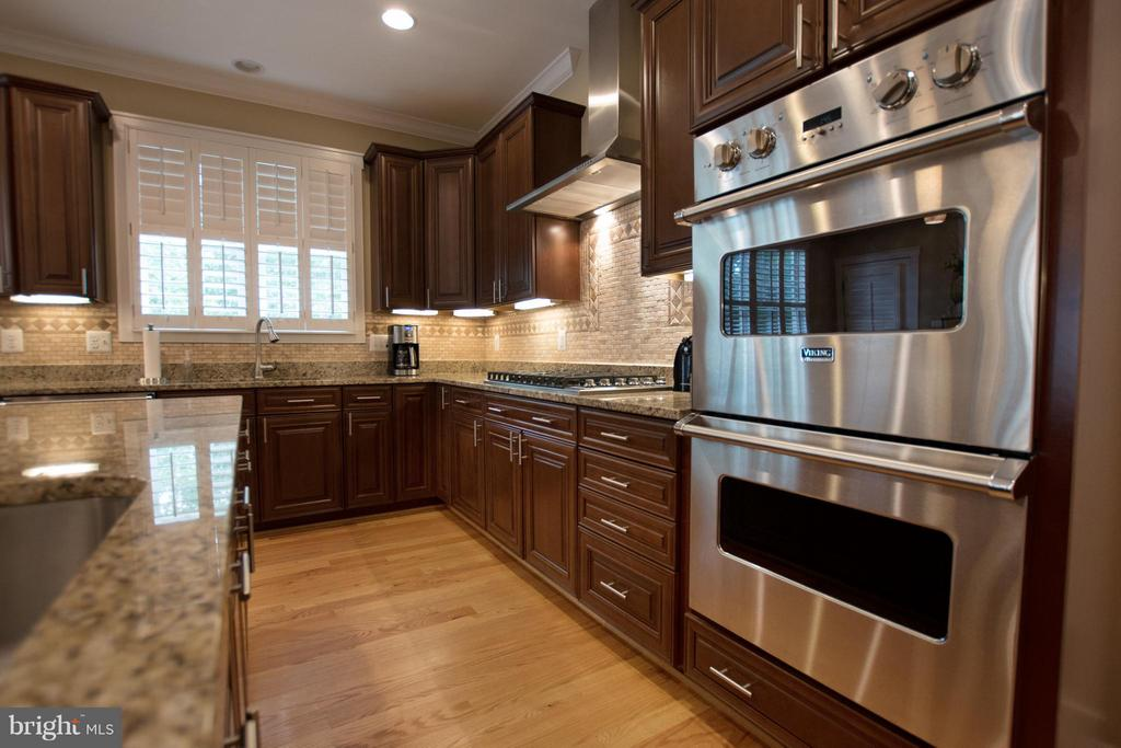 Double ovens, all appliances -Viking Professional - 2332 KENMORE ST N, ARLINGTON