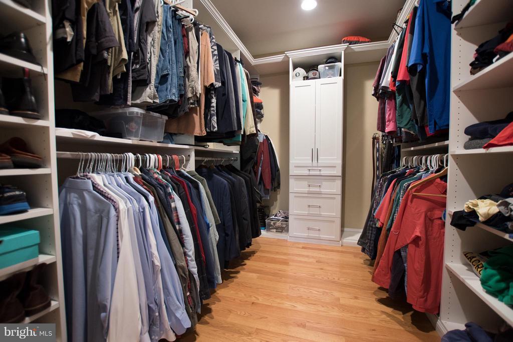 His Walk in Closet - 2332 KENMORE ST N, ARLINGTON