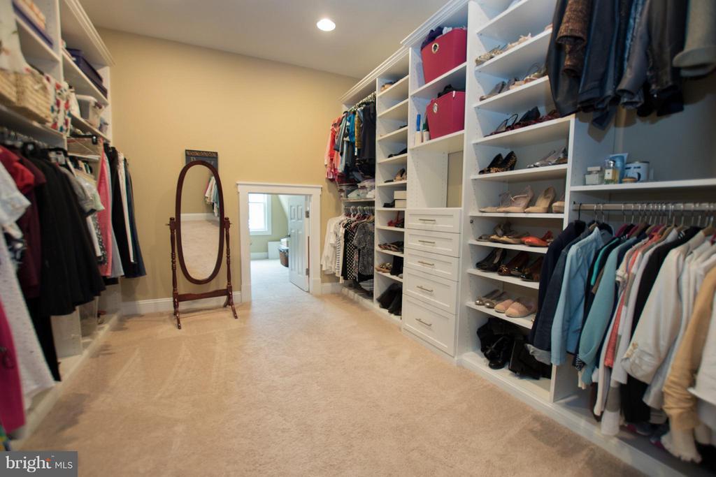 Her Walk in Closets - extra storage room - 2332 KENMORE ST N, ARLINGTON