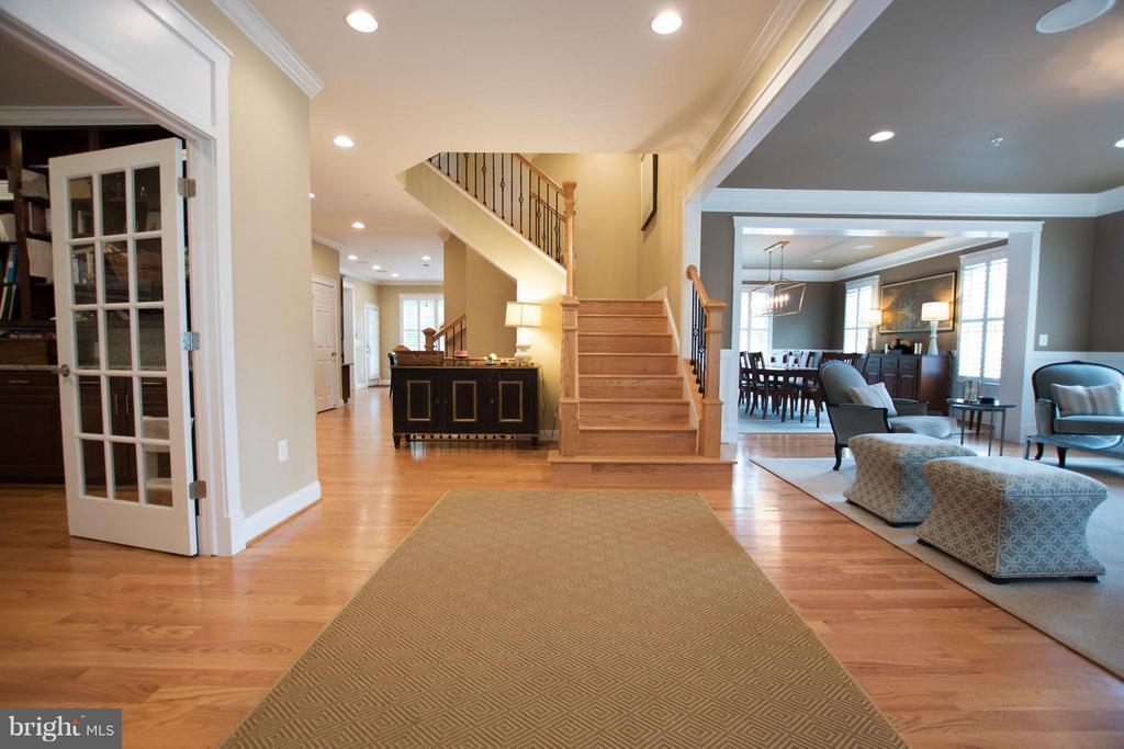 Grand foyer, dual staircase, custom sound system - 2332 KENMORE ST N, ARLINGTON