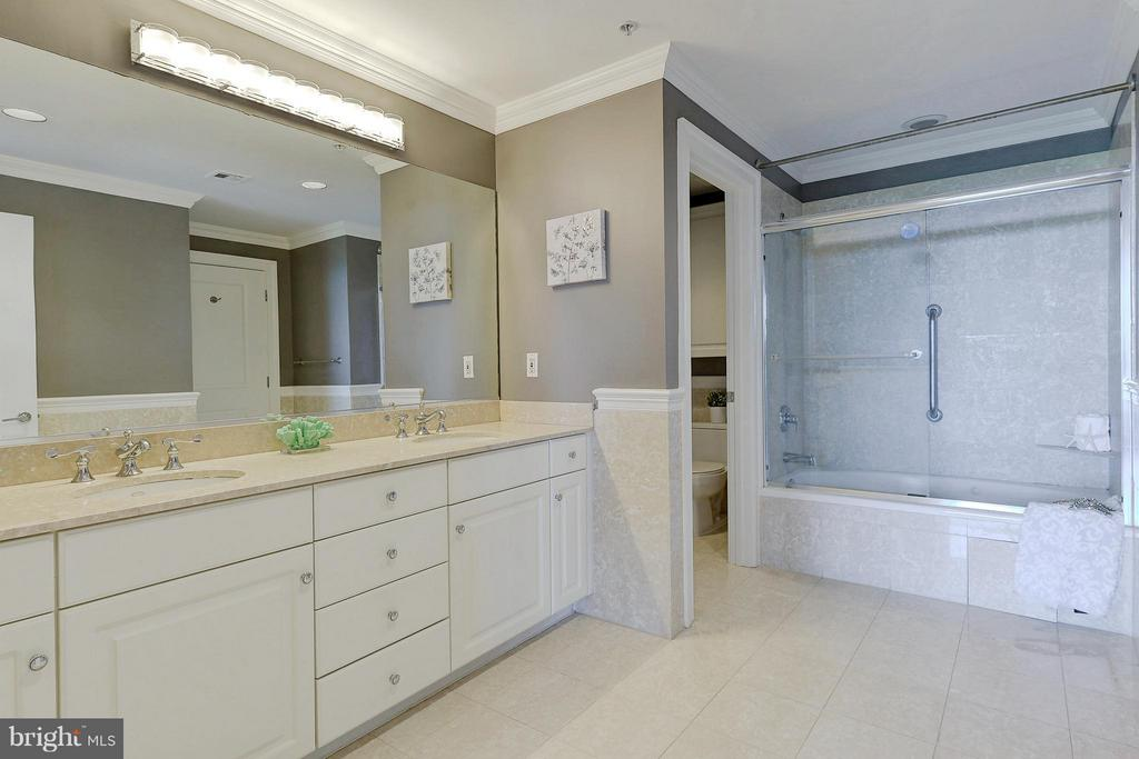 Bath connected to second master bedroom - 4750 41ST ST NW #502, WASHINGTON