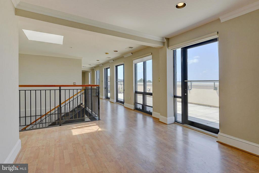 Family Room with amazing views - 4750 41ST ST NW #502, WASHINGTON