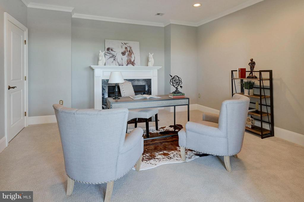 Optional third bedroom/office with fireplace - 4750 41ST ST NW #502, WASHINGTON